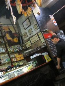 Asturian-sidra-pouring