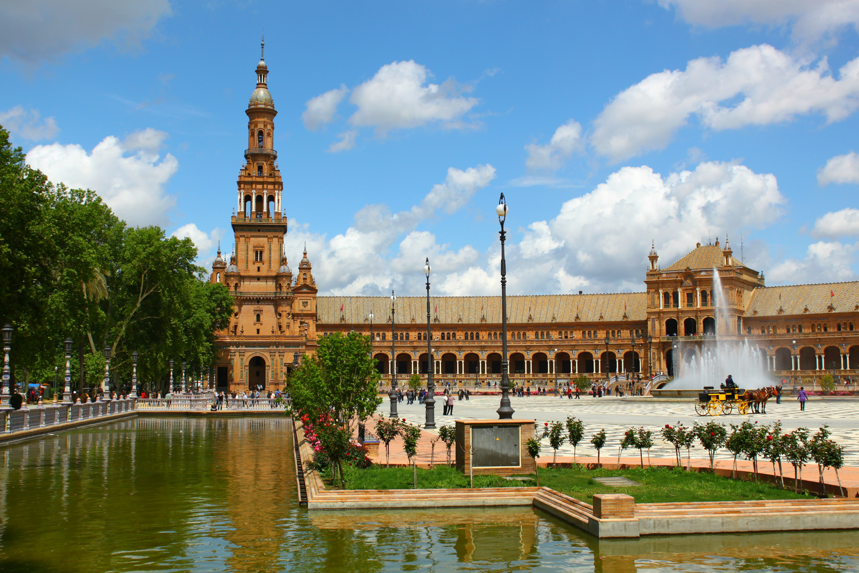 My awesome reader toby reminded me that the plaza de espa 241 a has tiled
