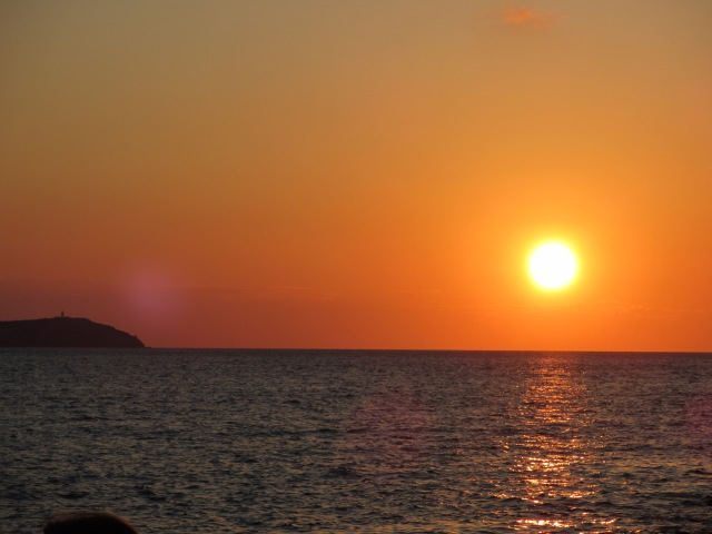 Ibiza-Cafe-del-Mar-sunset-beautiful-beach