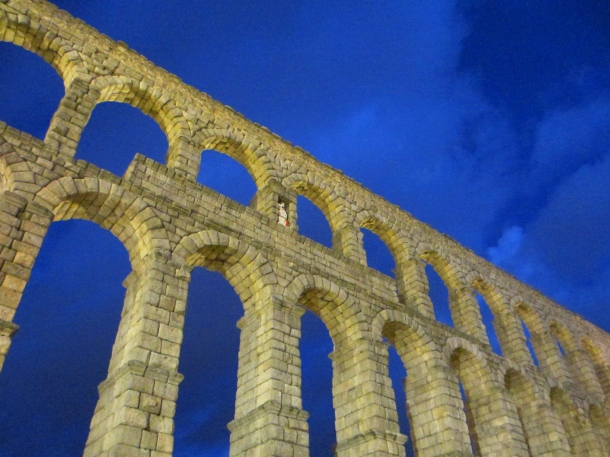 Segovia-aqueduct-Castilla-at-dusk-Spain-travel